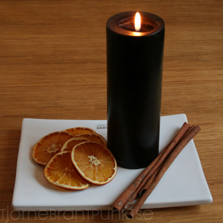 Torkade apelsinskivor och kanelstänger