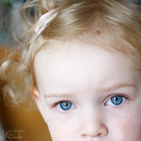 Alicia 2 år & 4 månader